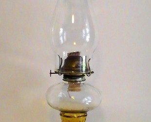 Oil_lamp_amber_hobnail_base_vintage_j2090_001