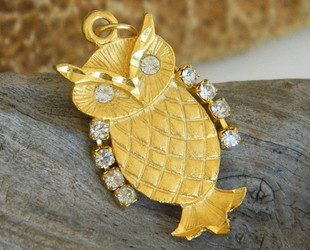 Vintage_owl_pendant_gold_tone_rhinestone_wings_eyes_movable