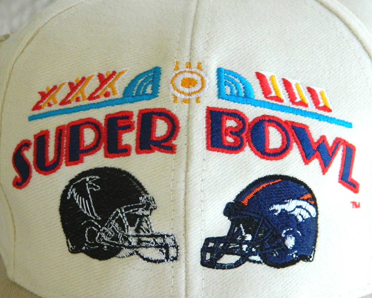 Football_helmets_close_up