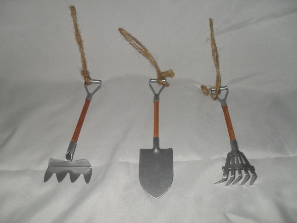 3 PIECE MINIATURE YARD TOOL SET
