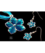 Blue Glass Flower in Silver Necklace Earring Set  - $13.50