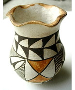 Small Older Acoma Pot Pottery Scalloped Rim - $65.00