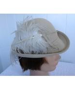 Vintage Beige Felt Women Hat Ostrich Feather Ka... - $48.00