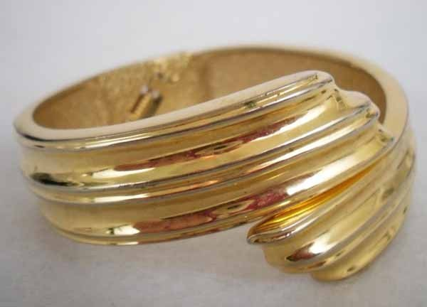Vintage Gold Tone Hinged Bracelet Bangle Estate