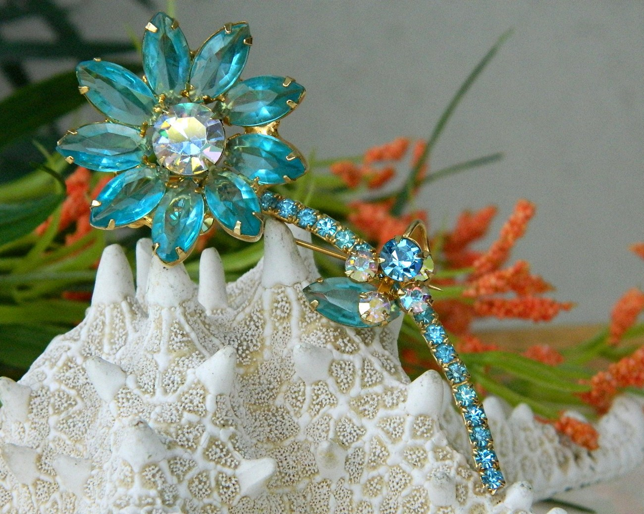 Vintage_juliana_brooch_pin_rhinestone_long_stem_flower_aqua