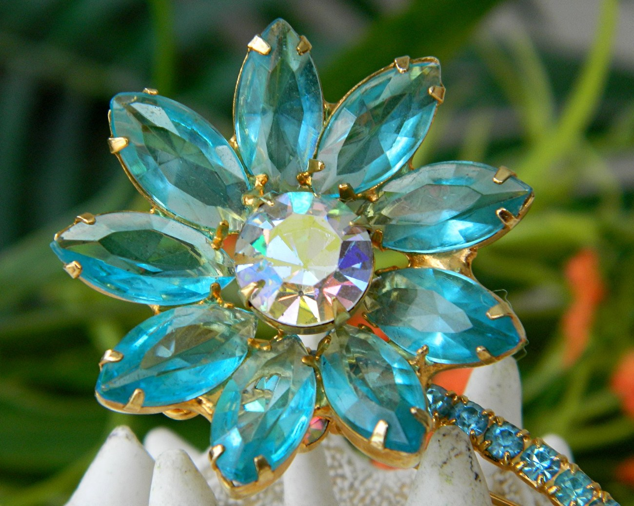 Vintage_juliana_rhinestone_brooch_pin_long_stem_flower_aqua