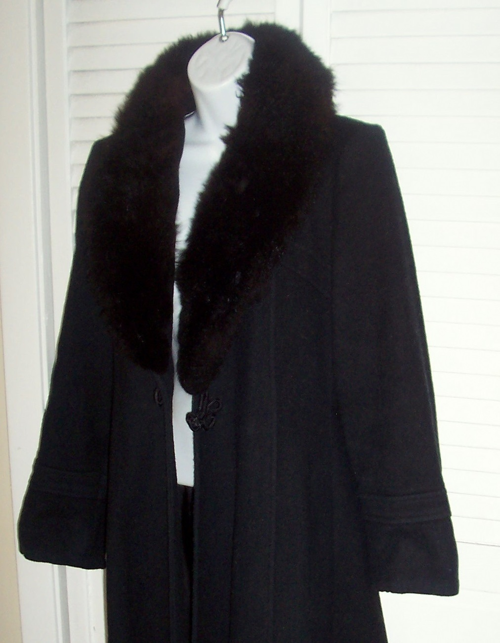 112011_black_fur_collar_coat_2.2