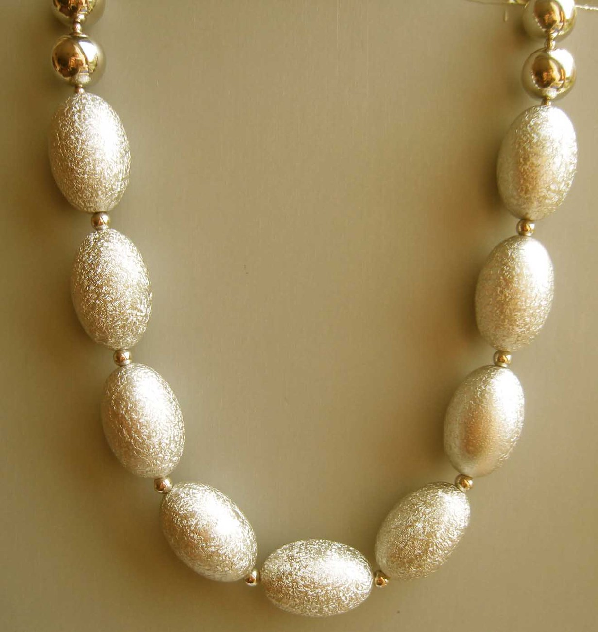 Special chunky gold fashion statement adjustable necklace -