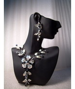 GENUINE AUSTRIAN CRYSTAL FLORAL JEWELRY SET Bla... - $12.50