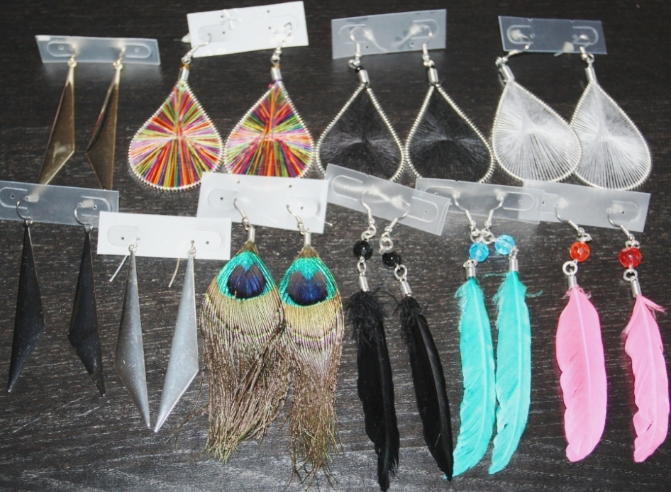 WHOLESALE LOT OF 10 PAIRS OF MIXED EARRINGS MADE OF FEATHER, METAL & THREAD