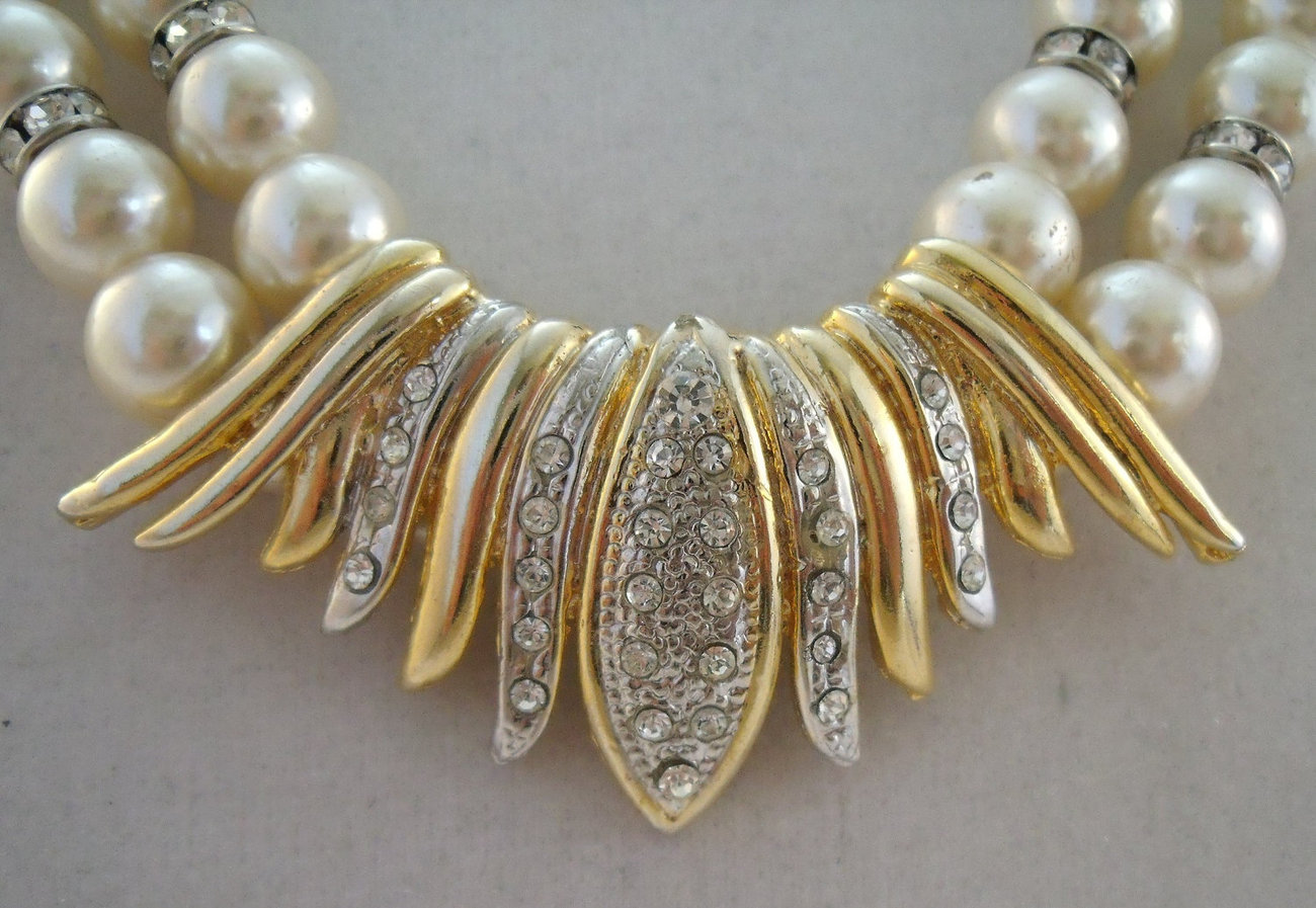 Eighties glamour necklace with double strand pearls and rhin