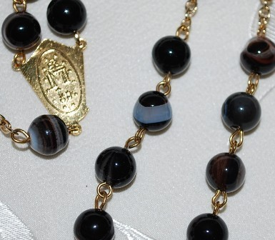 Osbian_black_rosary_center_detail