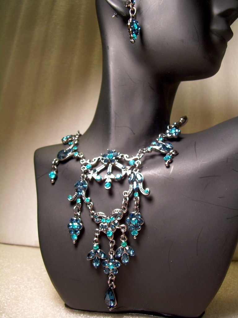 GENUINE AUSTRIAN Blue/Teal CRYSTAL JEWELRY SET Victorian Style Earrings Necklace