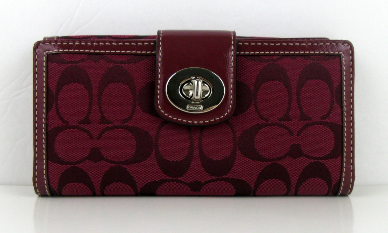 COACH Turnlock Signature Checkbook Wallet NWT 43613