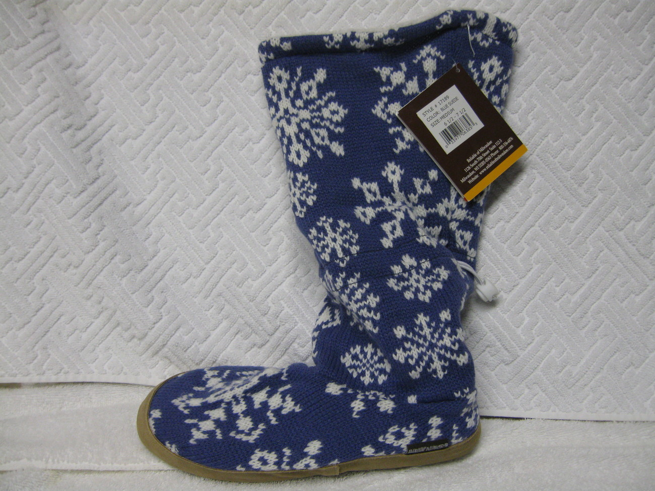 WOMAN SHOES  MUK LUK SLIPPER BOOTS  size 7