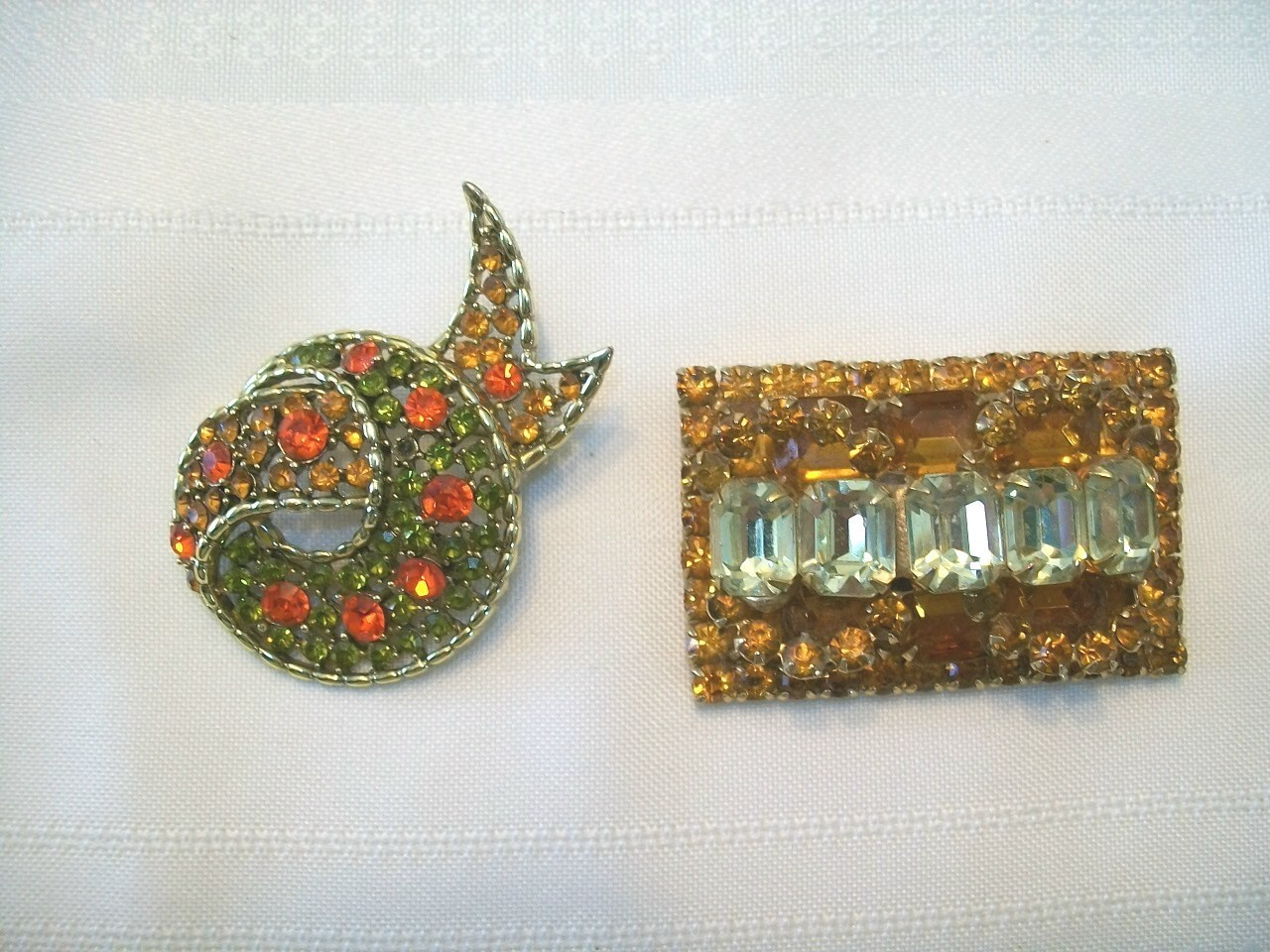 2 Vintage Brooches multi colors