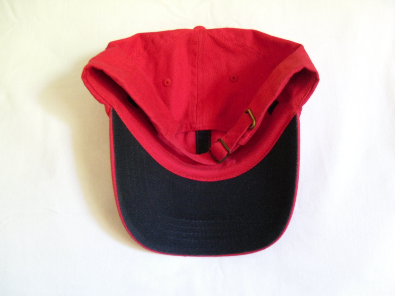 Red_baseball_cap_navy_visor