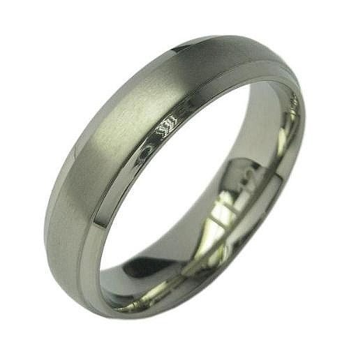 Titanium Ring wide raised sat. center sz 11