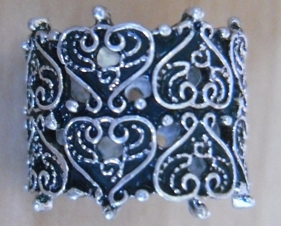 TILLY'S Full Tilt Multiple Hearts Filigree Band Ring Size 7 NEW
