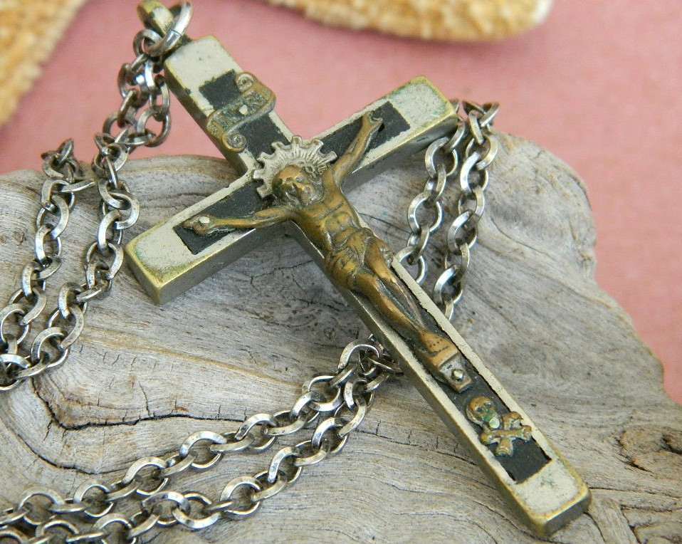 Vintage_ebony_brass_skull_crossbones_crucifix_cross_necklace