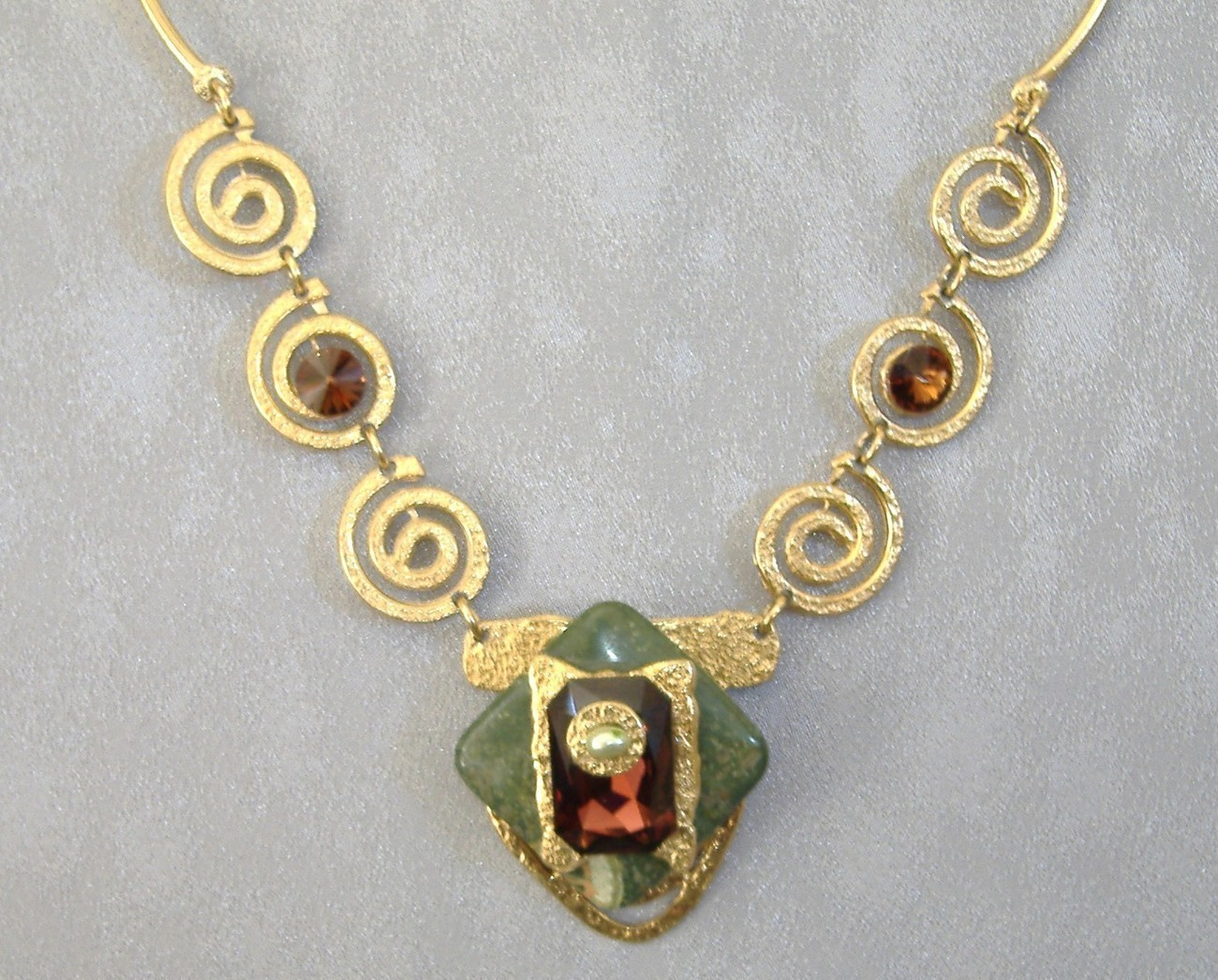 Gorgeous Amber Crystal Green Semi Prescious Stone Gold Designer Necklace