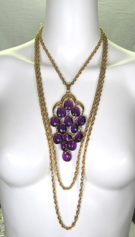 VTG 1960s 1970s TRIFARI RUNWAY NECKLACE purple lucite