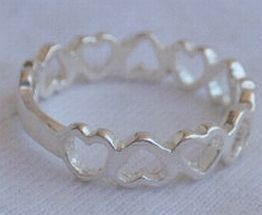 Open_hearts_silver_ring-3