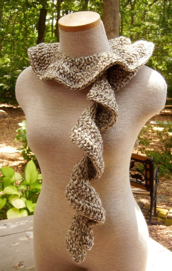 Cascade_of_ruffles_scarf_in_fisherman_oak_tweed_04