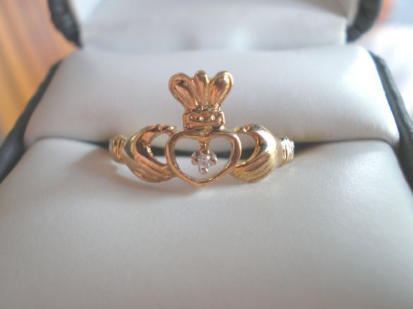 NEW 10KT Gold Claddagh Irish Ring With Diamond 10 KT