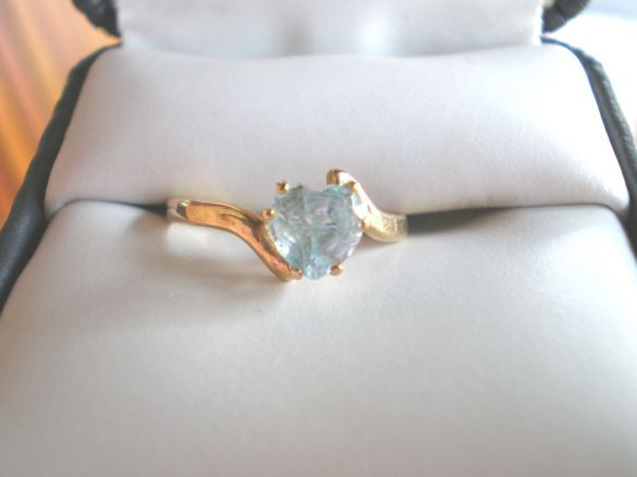 NEW 10KT GOLD 10 KT Heart Light Blue Topaz Ring