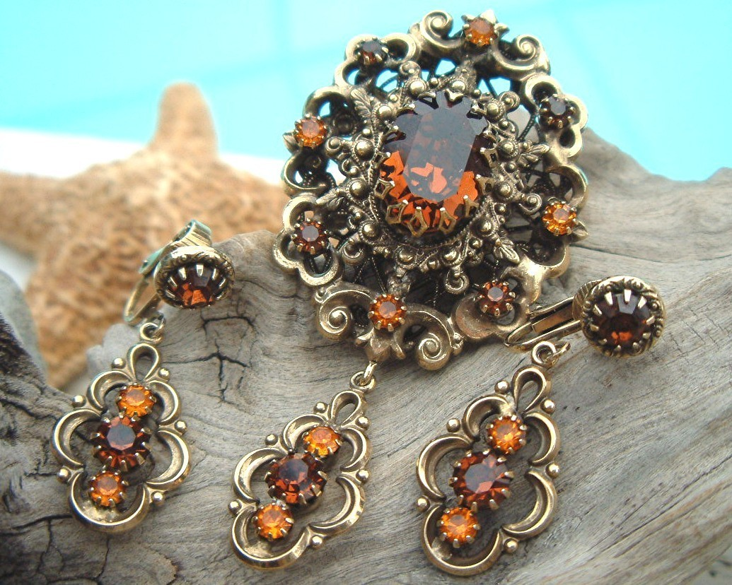 Vintage_hobe_brooch_earrings_amber_rhinestone_set
