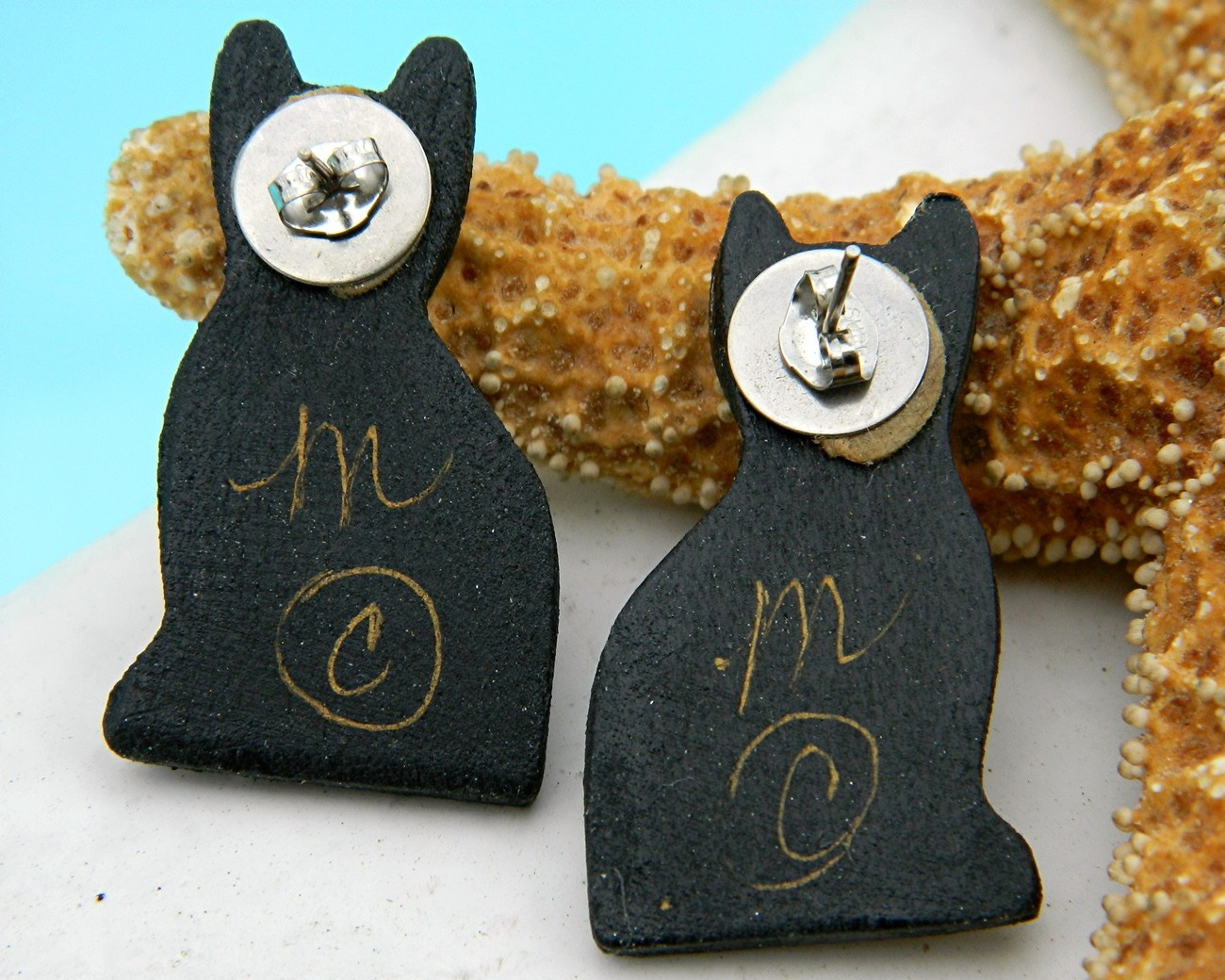 Decoupage_cat_earrings_lacquered_back