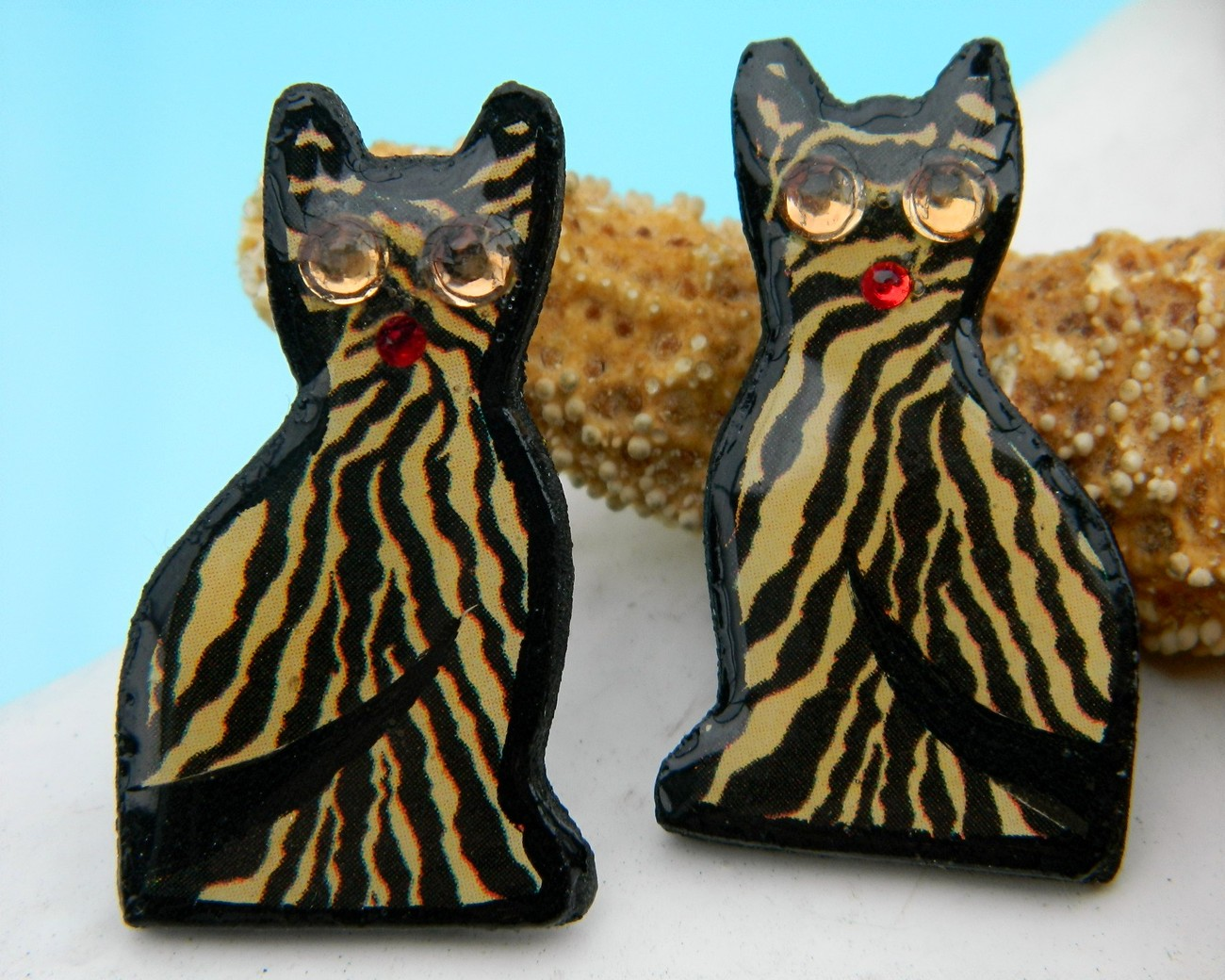 Vintage_decoupage_cat_earrings_tiger_tabby_striped_pierced