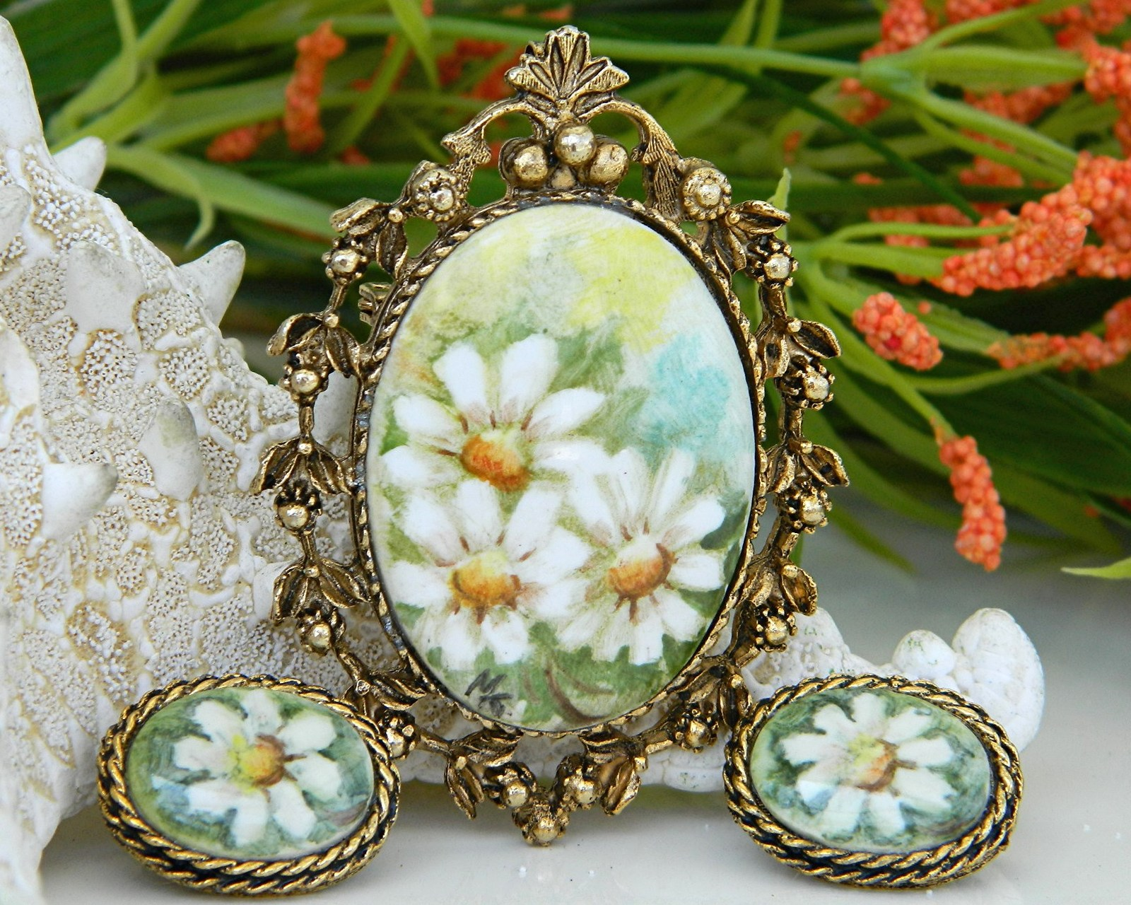 Vintage_hand_painted_porcelain_brooch_pendant_earrings_daisy