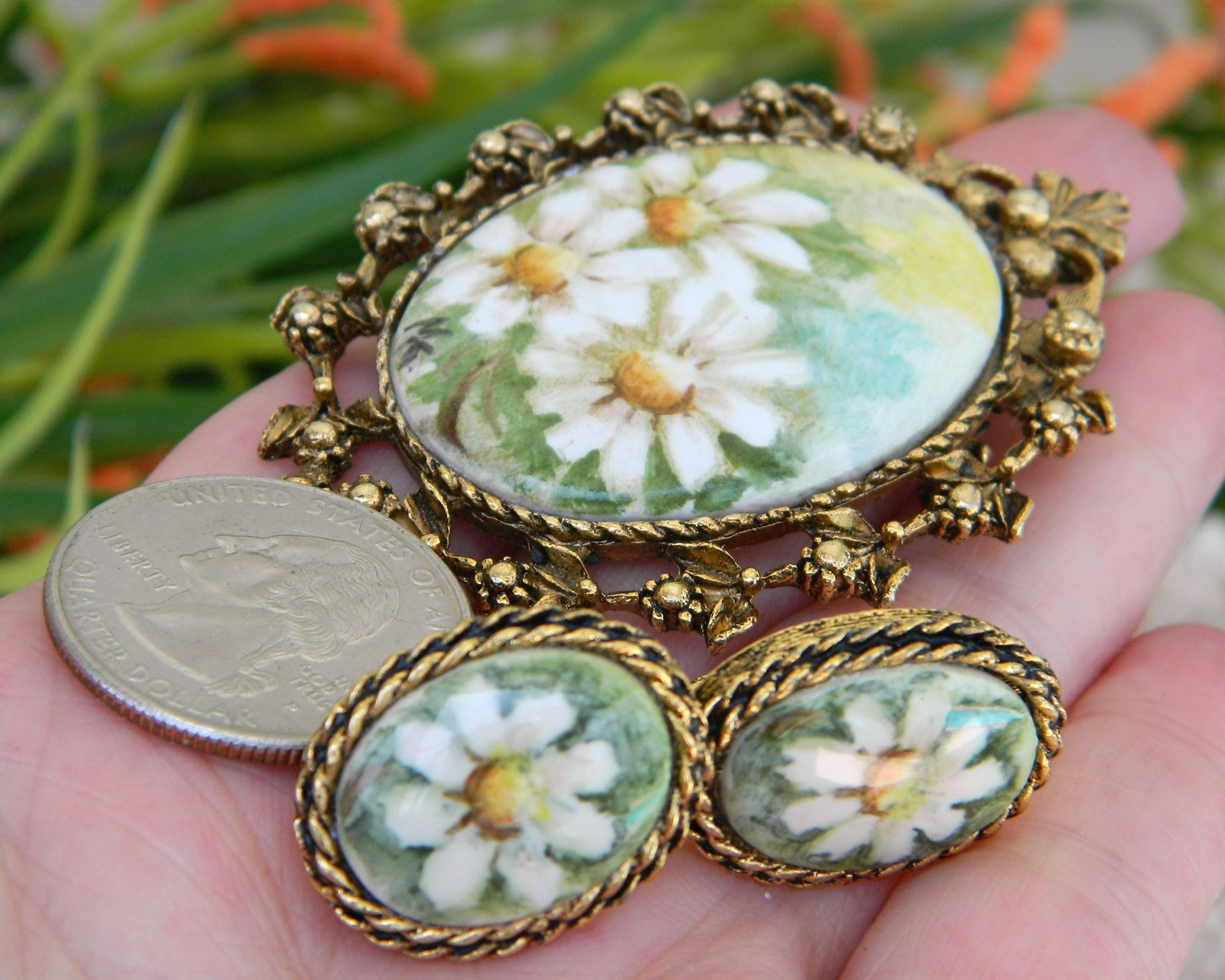 Vintage_daisies_brooch_earrings_porcelain_painted