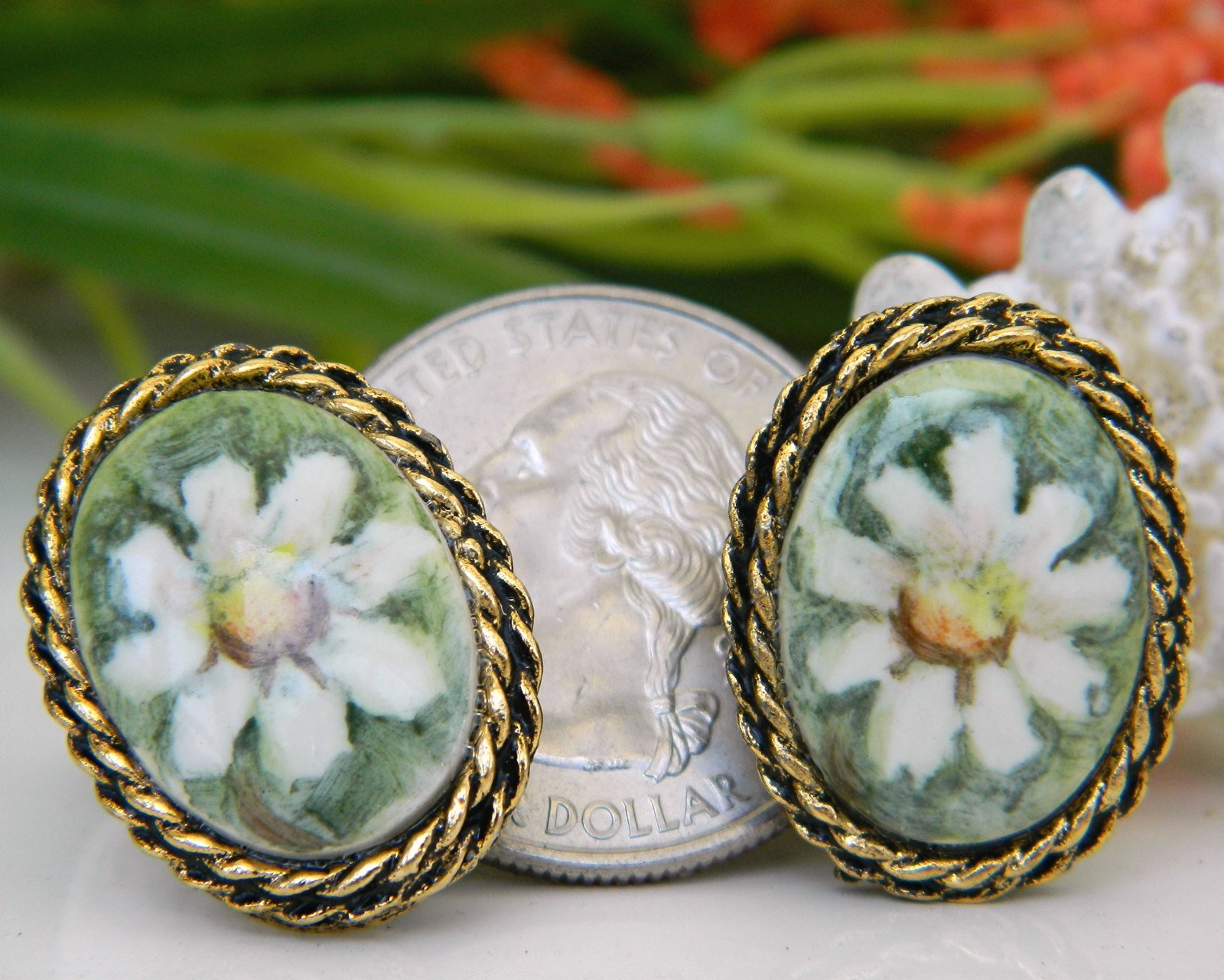 Vintage_porcelain_daisy_earrings