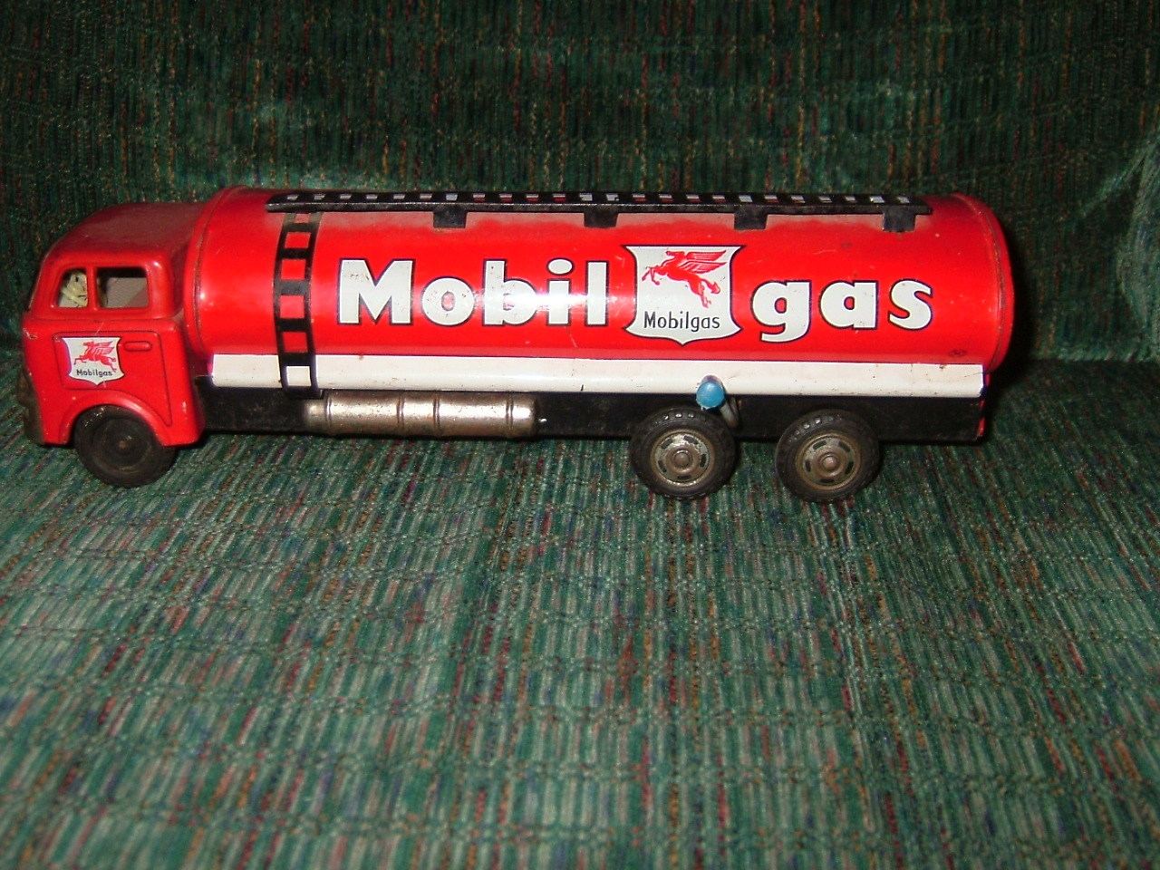 Mobile gas truck in metal vintage and collectible