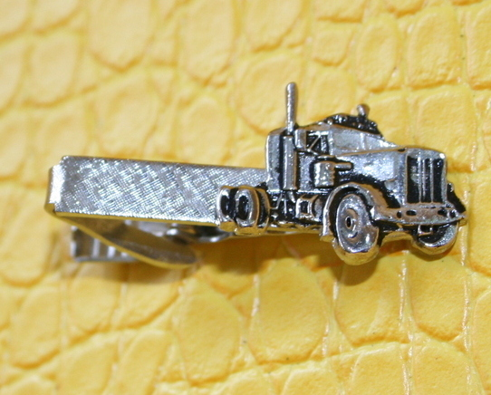 Vintage semi truck silver tone textured surface tie pin clasp clip preloved