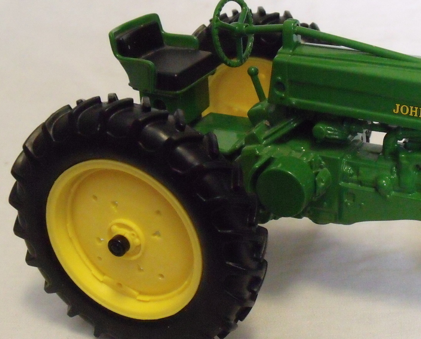 John_deere_tractor_right