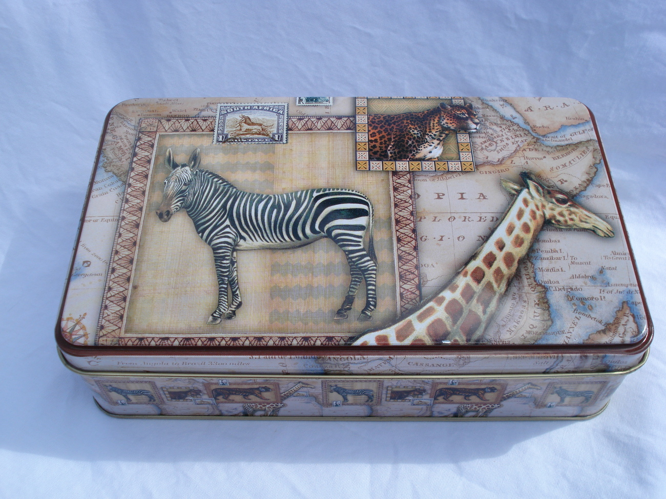 GIRAFFE AND ZEBRA METAL BOX
