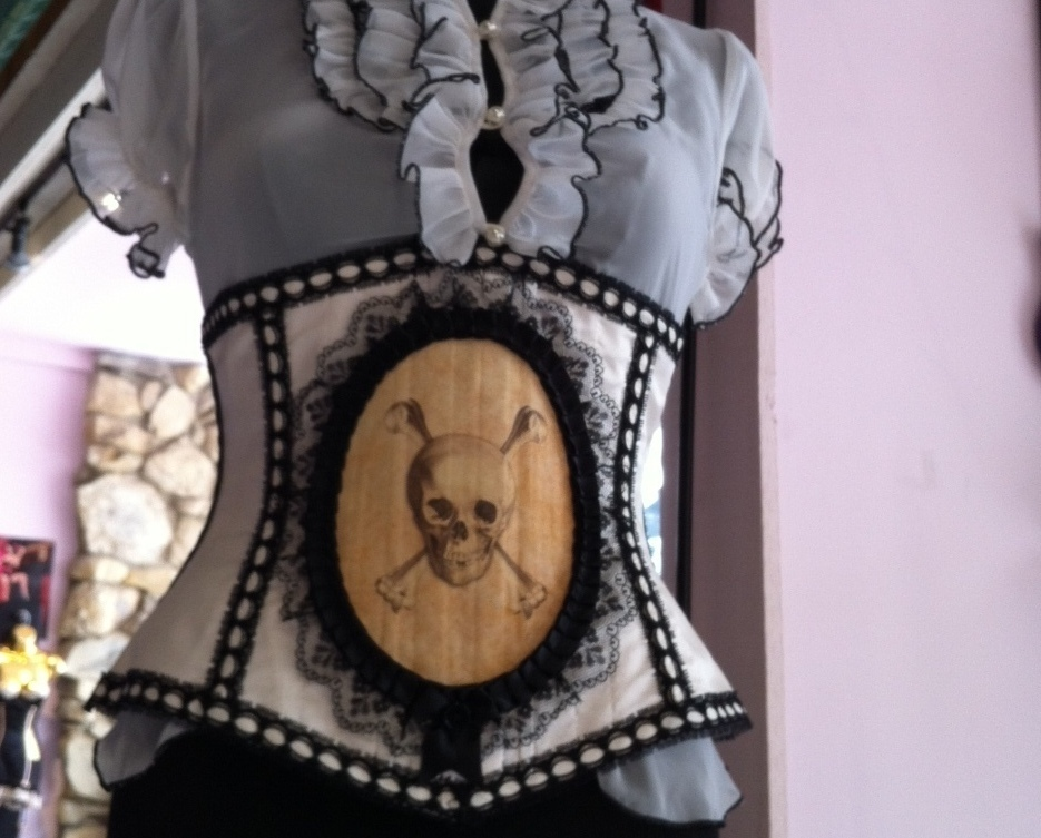 CrossBones Cincher - great for Steampunk and Pirate