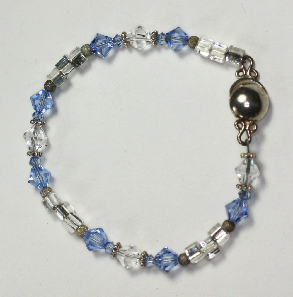 bead bracelet blue and clear magnetic clasp