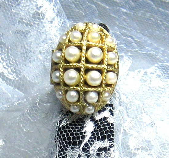 Home В» Vintage55Motifs В» Ring Perfume Glace Avon Imitation Pearls