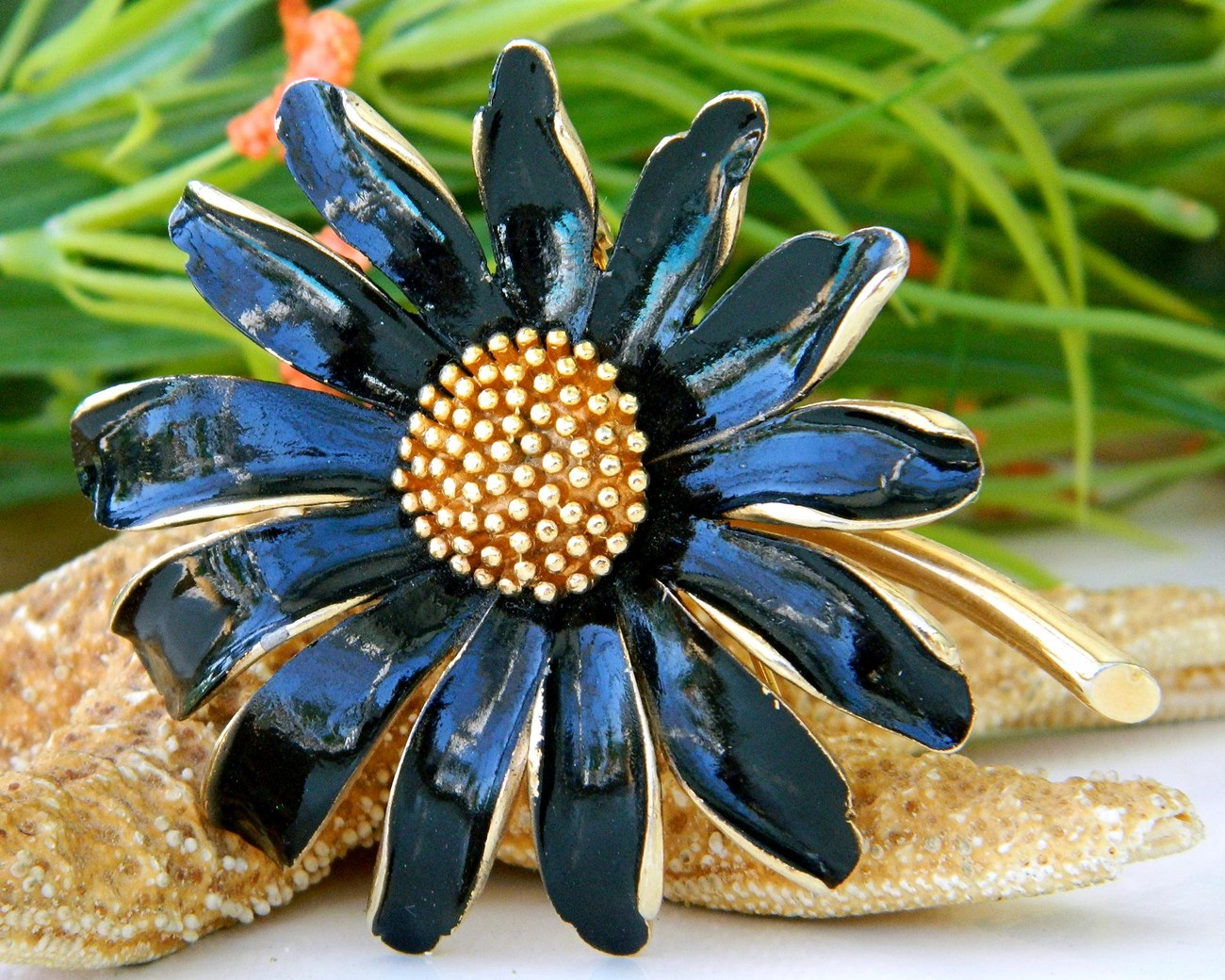 Vintage_marvella_pin_brooch_flower_daisy_figural_black_enamel