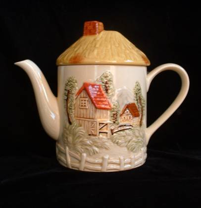 Tall MARURI Countryside Large Teapot Japan Country Hand-pain