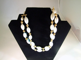 Vintage Lisner White Beaded Necklace - $25.16