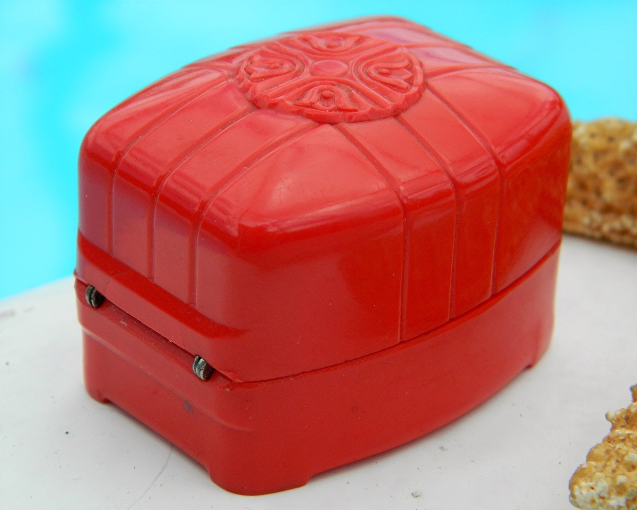 Vintage_red_ring_box_celluloid_art_deco_plastic