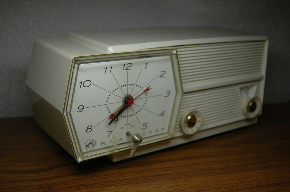 RCA Victor 8-5-CE clock AM tube radio 50's vintage