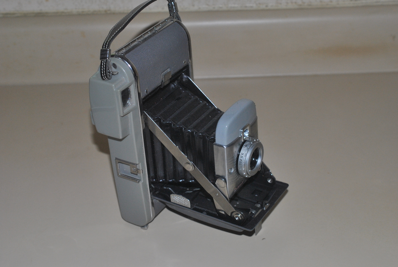 Nice Polaroid Land Camera Model 80