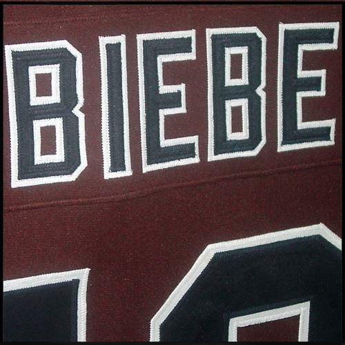 Jersey-mystery-hockey-brown-10-biebe-02